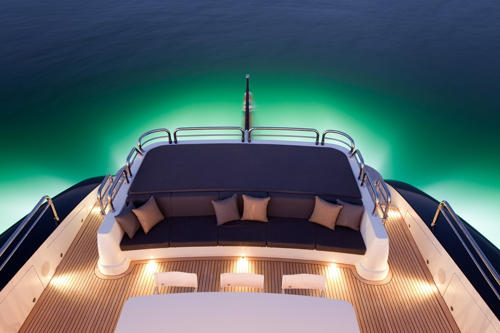 Quantum-super-yacht-illuminated-deck