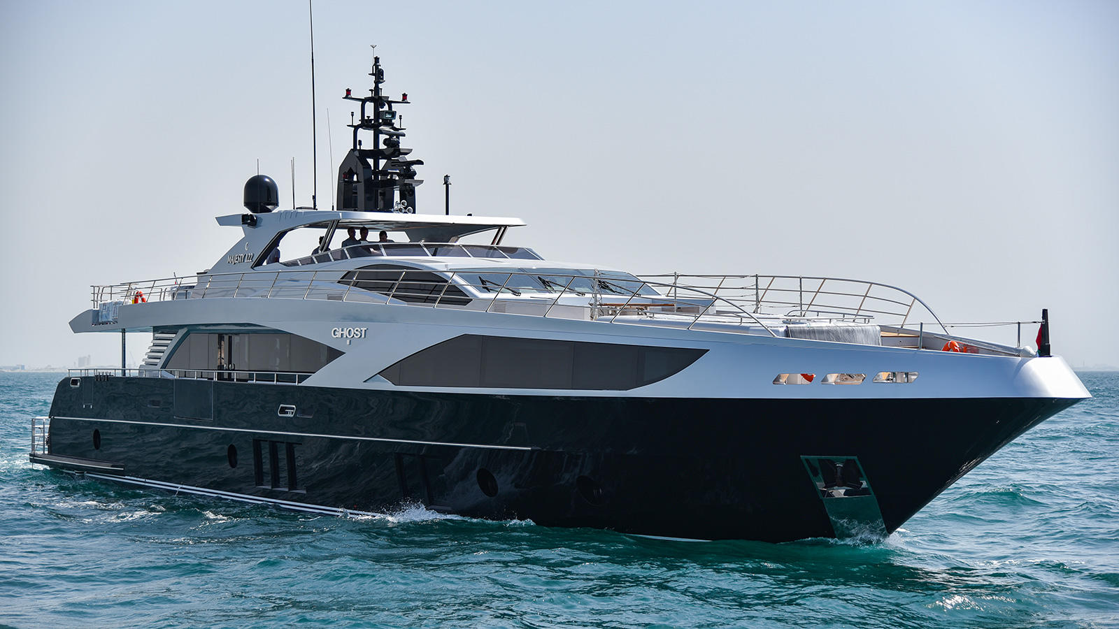 super-yacht-hire-sydney-on-ghost-ii-starboard