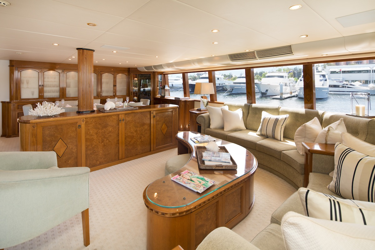 luxury-boat-hire-on-oscar-ii-12